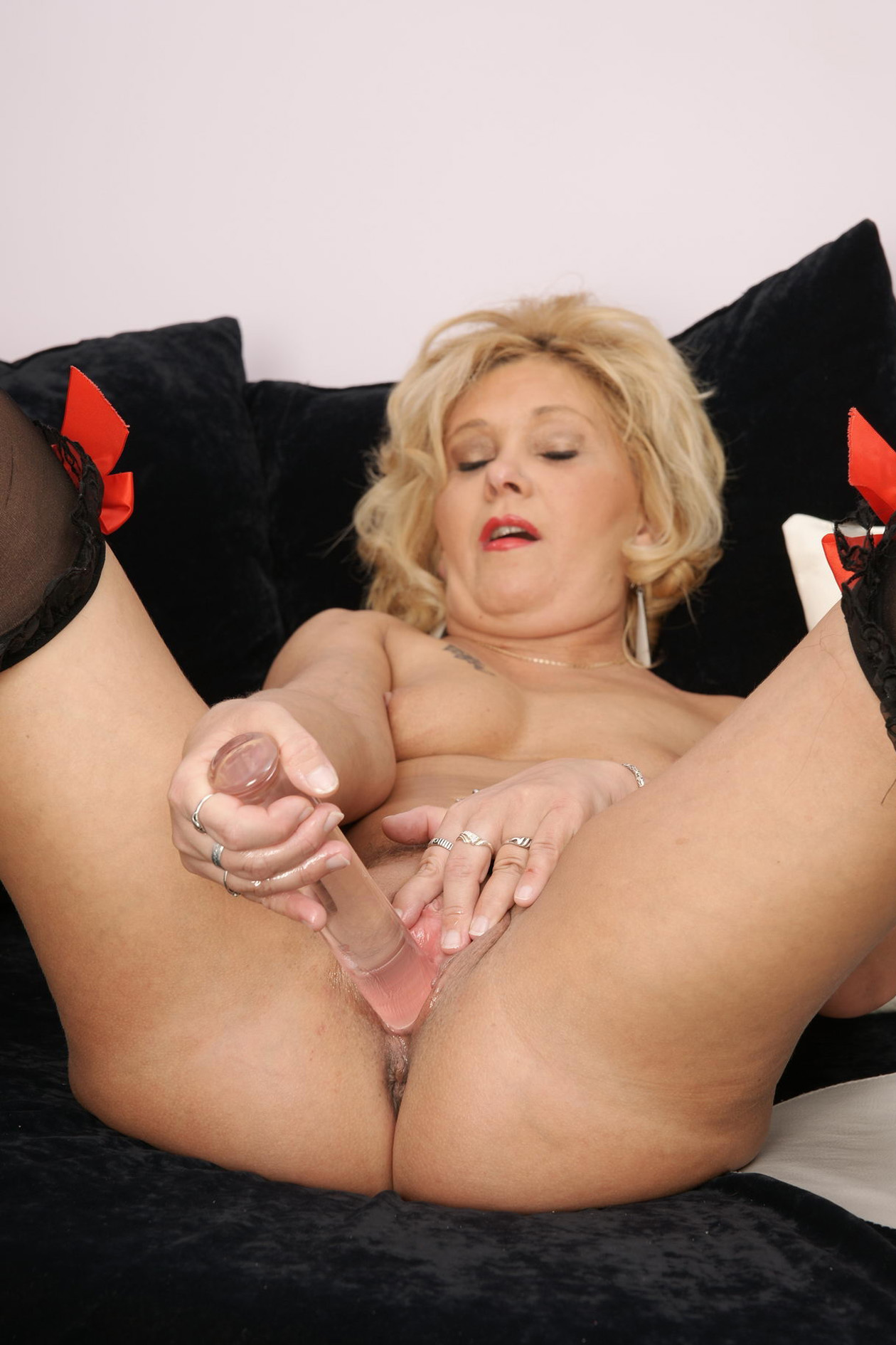 Порно ролик красивая мадам мастурбирует