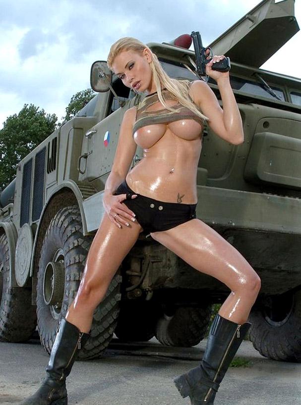 того, фото армейская эротика человек связал